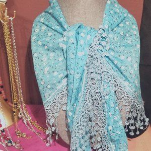 Blue and white daisy shoulder wrap